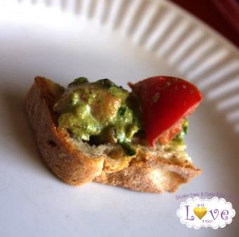 Healthy Lunchbox–Garlic Tomato Basil & Pesto Bruchetta (Vegan, Gluten Free, Dairy Free)